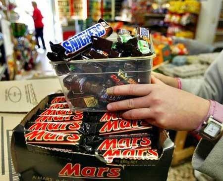 Kẹo sôcôla Snickers bị thu hồi ở 55 nước - ảnh 1