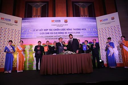 Barcelona ký hợp tác chiến lược với một ngân hàng Việt - ảnh 2