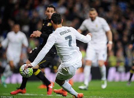 BBC tái xuất, Real Madrid 'vùi dập' Sevilla - ảnh 2