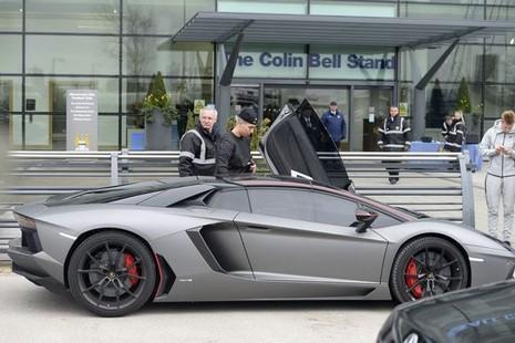 Samir Nasri bị cảnh sát giữ siêu xe Lamborghini 330.000 bảng Anh - ảnh 2
