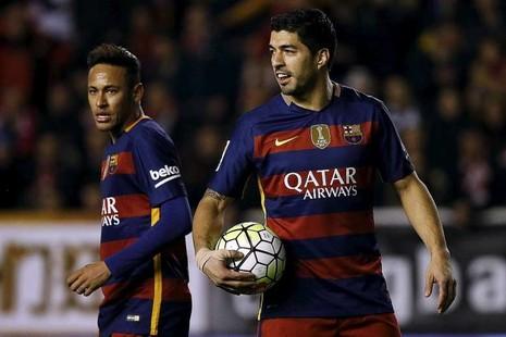 Suarez và Neymar cá độ bằng bánh mì kẹp thịt - ảnh 1