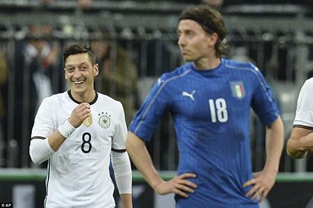Đức 'đè bẹp' Ý, Anh 'phơi áo' trước Hà Lan - ảnh 1