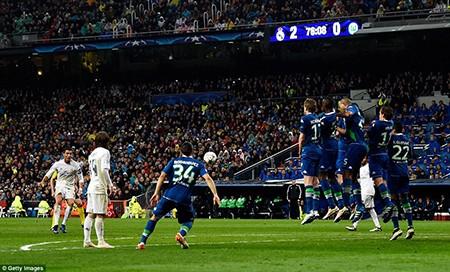 Ronaldo lập hattrick, Real ngược dòng 'thần thánh' loại Wolfsburg - ảnh 4