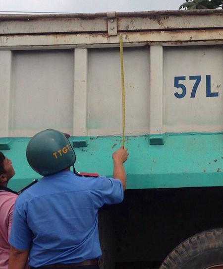 'Quét' xe dù, xe quá tải dịp lễ 30-4 - ảnh 4