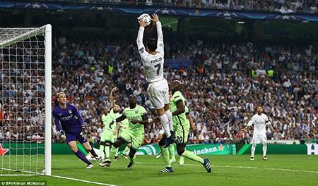 Real hội ngộ Atletico tại chung kết nhờ bàn phản lưới nhà - ảnh 4