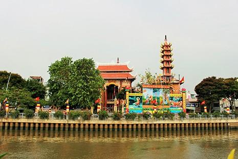 Sài Gòn rực rỡ cờ hoa đón lễ Phật đản - ảnh 1