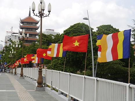 Sài Gòn rực rỡ cờ hoa đón lễ Phật đản - ảnh 4