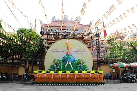Sài Gòn rực rỡ cờ hoa đón lễ Phật đản - ảnh 6