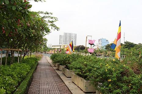 Sài Gòn rực rỡ cờ hoa đón lễ Phật đản - ảnh 7