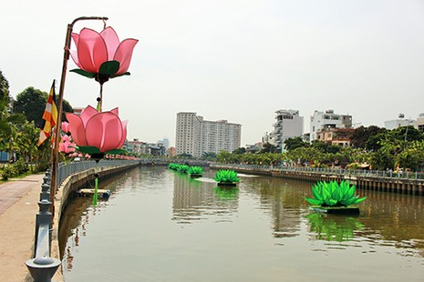 Sài Gòn rực rỡ cờ hoa đón lễ Phật đản - ảnh 8