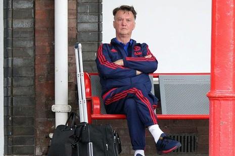 Man Utd thắng chung kết FA Cup, Van Gaal vẫn bị trảm - ảnh 1