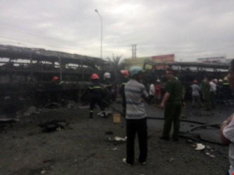 Cận cảnh 2 xe khách tông nhau bốc cháy, 12 người không thể nhận dạng - ảnh 3