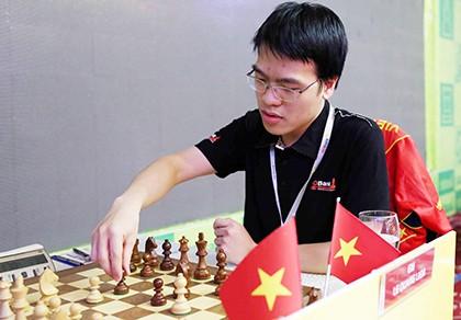 Thắng ván cuối, Quang Liêm sẽ đoạt chức vô địch - ảnh 1