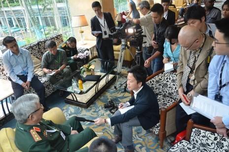 Thượng tướng Chí Vịnh: Muốn gì lên diễn đàn nói, đừng phát tờ rơi