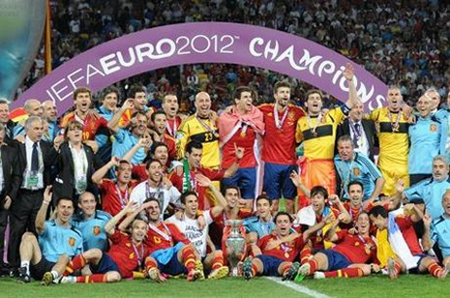 Euro 2012: Lịch sử lại gọi tên Tây Ban Nha - ảnh 2