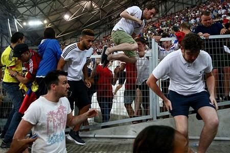 Nóng: Nga bị UEFA phạt nặng vì cổ động viên làm loạn - ảnh 4