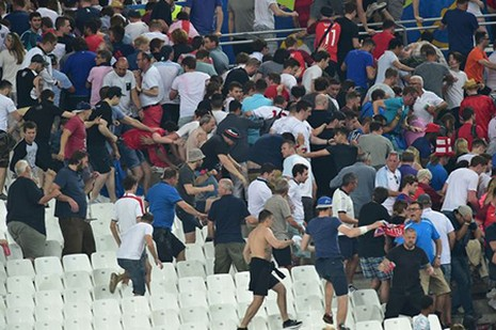 Nóng: Nga bị UEFA phạt nặng vì cổ động viên làm loạn - ảnh 11