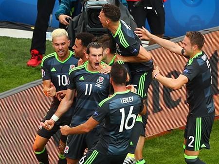 Anh 2-1 xứ Wales: Ngược dòng đầy cảm xúc - ảnh 1