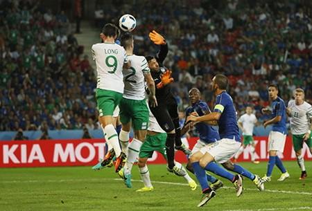Thắng tối thiểu, Bỉ cùng Ireland nắm tay vào vòng trong - ảnh 2