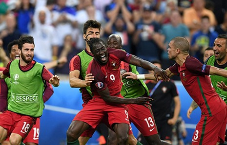 Ronaldo 3 lần bật khóc trong trận chung kết Euro 2016 - ảnh 18
