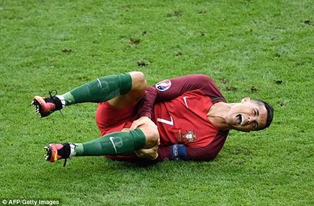 Ronaldo 3 lần bật khóc trong trận chung kết Euro 2016 - ảnh 4