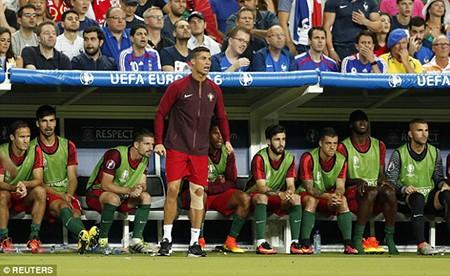 Ronaldo 3 lần bật khóc trong trận chung kết Euro 2016 - ảnh 16
