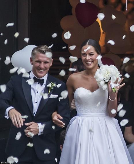 Chùm ảnh đội trưởng tuyển Đức kết hôn với mỹ nhân làng quần vợt - ảnh 7
