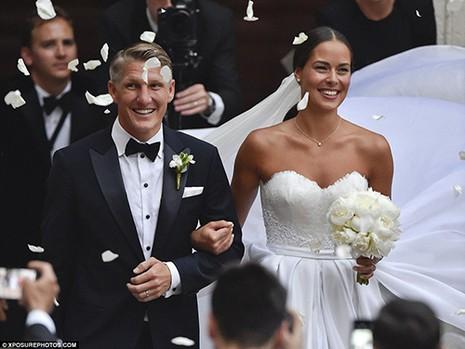 Chùm ảnh đội trưởng tuyển Đức kết hôn với mỹ nhân làng quần vợt - ảnh 2