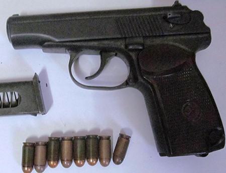 Thu giữ 3 khẩu súng của trung tá Campuchia bắn chết chủ tiệm vàng - ảnh 2