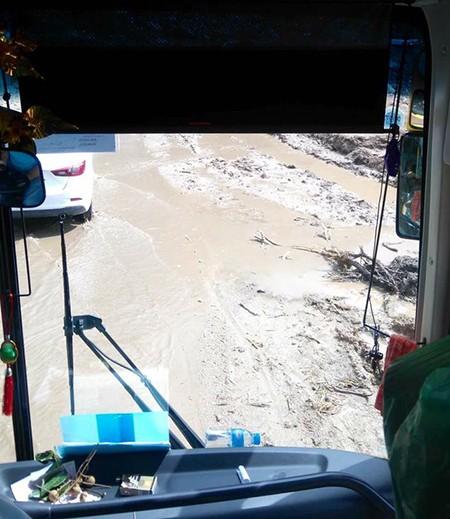 Lào Cai: Kẹt xe kéo dài ở Sapa do mưa lũ - ảnh 3