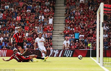 Ibra, Rooney, Mata 'nổ súng', M.U mở màn Premier League hoành tráng - ảnh 2