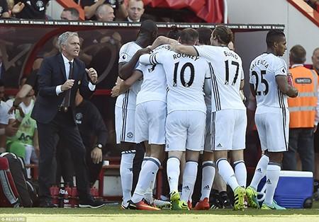 Ibra, Rooney, Mata 'nổ súng', M.U mở màn Premier League hoành tráng - ảnh 7