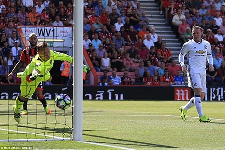 Ibra, Rooney, Mata 'nổ súng', M.U mở màn Premier League hoành tráng - ảnh 3