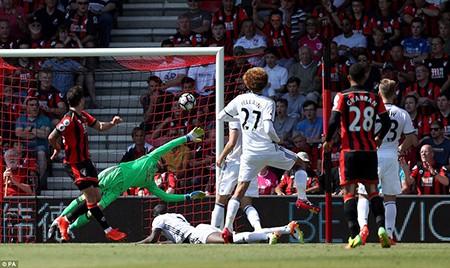 Ibra, Rooney, Mata 'nổ súng', M.U mở màn Premier League hoành tráng - ảnh 5