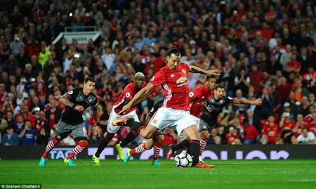 Pogba ra mắt, Ibrahimovic 'lên đồng', MU nhẹ nhàng thắng Southampton - ảnh 3