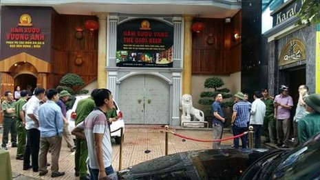 Hai nhóm thanh niên lao vào nhau đâm chém kinh hoàng gần chợ Quán Lau - ảnh 1