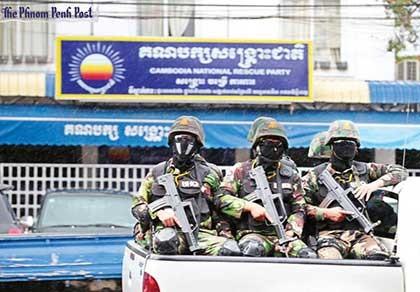 """Ông Hun Sen """"siết"""" phe đối lập trước bầu cử - ảnh 1"""