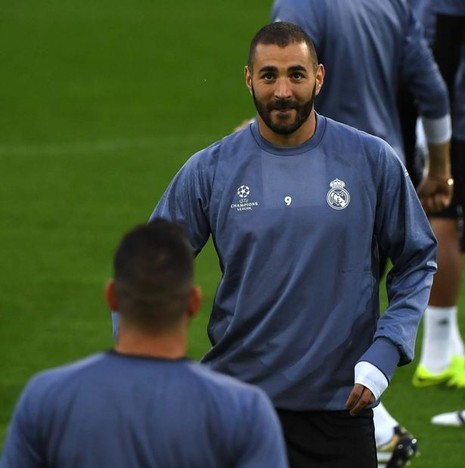 Zidane xoa dịu, Ronaldo cười tươi như hoa trên sân tập - ảnh 5
