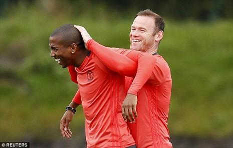 Lại bị Mourinho bỏ rơi, Rooney vẫn tươi cười - ảnh 4