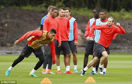 Lại bị Mourinho bỏ rơi, Rooney vẫn tươi cười - ảnh 7