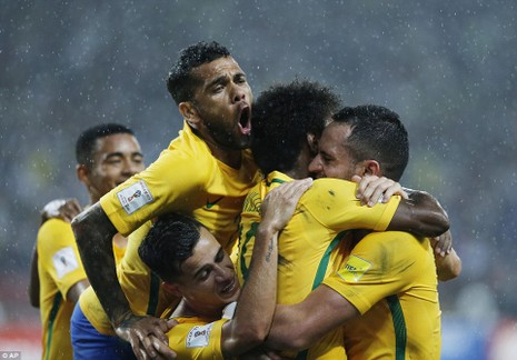 Argentina thua sốc, Brazil tiếm ngôi đầu - ảnh 7