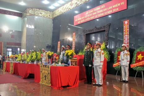 Lễ truy điệu 3 phi công hi sinh khi làm nhiệm vụ - ảnh 47