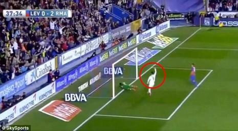 Ronaldo bị nghi tố đồng đội ghi bàn trong thế việt vị - ảnh 4