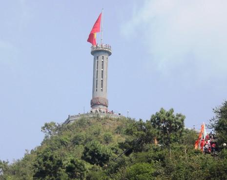 Thiêng liêng Cột cờ Lũng Cú nơi địa đầu Tổ quốc - ảnh 2