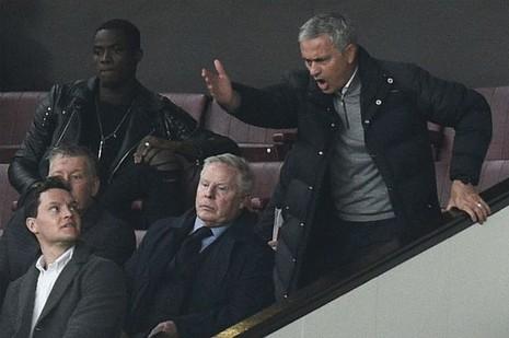 FA chính thức ra án phạt với Mourinho - ảnh 1