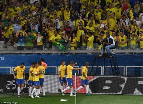 Bị Brazil hạ nhục, Argentina rơi vào khủng hoảng - ảnh 6