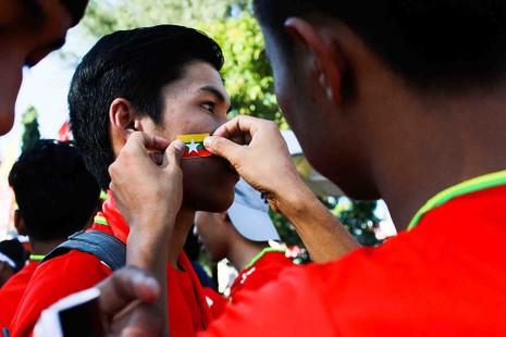 Hàng công tỏa sáng, Việt Nam thắng nghẹt thở Myanmar - ảnh 38