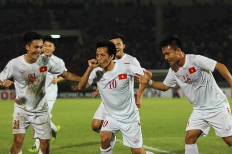 Hàng công tỏa sáng, Việt Nam thắng nghẹt thở Myanmar - ảnh 1