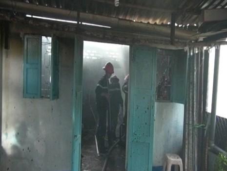 Gia chủ đi vắng, 'bà hỏa' thiêu rụi hai căn nhà - ảnh 2