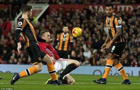 MU 2-0 Hull City: Đặt một chân vào chung kết - ảnh 1